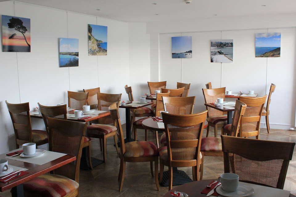 Relais Du Silence Hotel Ker Moor Préférence - Salle_PDJ_de_l_hotel_Ker_Moor_Preference_Saint_Quay_Portrieux_BRETAGNE_VUE_MER__4_.JPG
