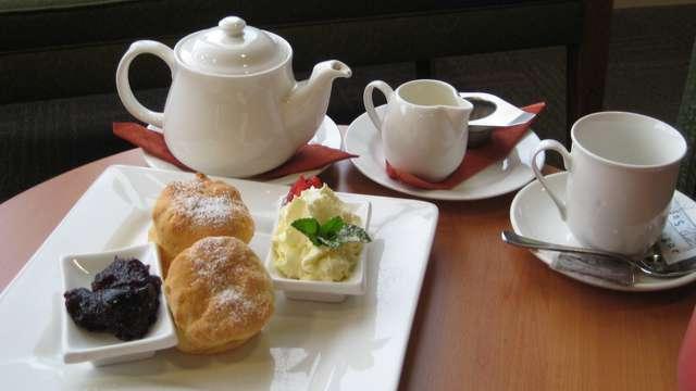 Café-té con dulces