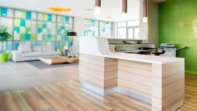 Quality Suites Lyon Lodge - Deskvuecote