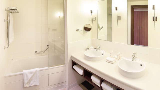 Radisson Blu Paris Marne-la-Vallee - Bathroom family-standard-quad