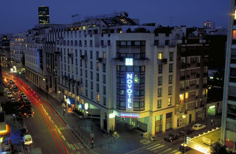 Novotel Paris Vaugirard Montparnasse - Facade_nuit.JPG