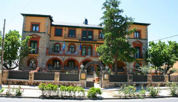 Escapada Romántica con detalle de bienvenida y benjamín de cava a los pies de la Sierra de Gredos