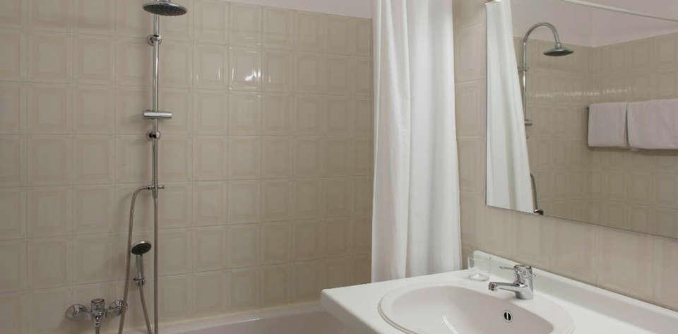 Hotel du Soleil - DEALS_rtq_bathroom1.jpg