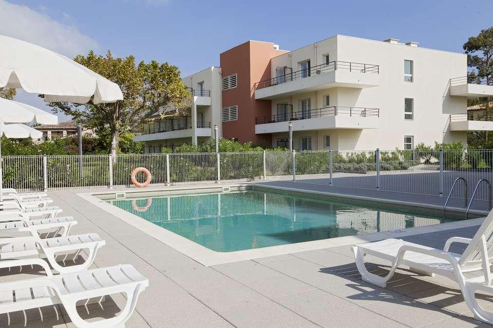 Comfort Suites Cannes-Mandelieu - PISCINE__1_.jpg