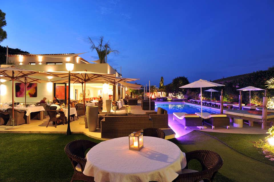 Hôtel Font Mourier - terrasse-restaurant-nuit.jpg