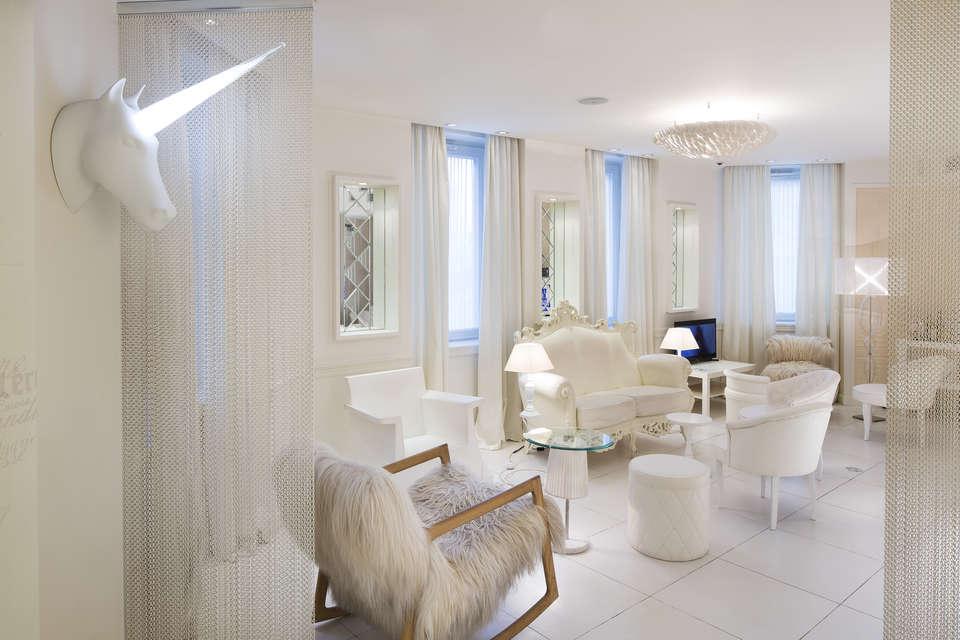 Vice Versa Hôtel - 0.3_-_VICE_VERSA_HOTEL_-_LOUNGE_AND_HONESTY_BAR_2.jpg