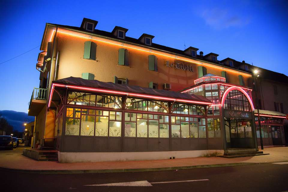 Hôtel Restaurant Le Tivoli - facade.jpg