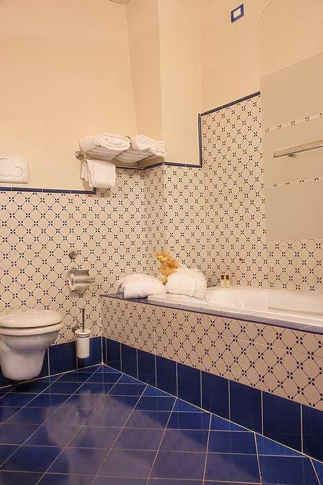 Hotel Borgo Sant'Ippolito - Camere_bagno_con_vasca.jpg