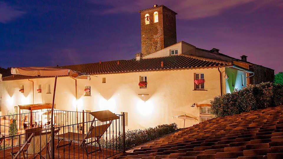 Hotel Borgo Sant'Ippolito - rtq_732646_2304_1536_FSImage_1_Esterno_facciata_notte_dal_solarium.jpg
