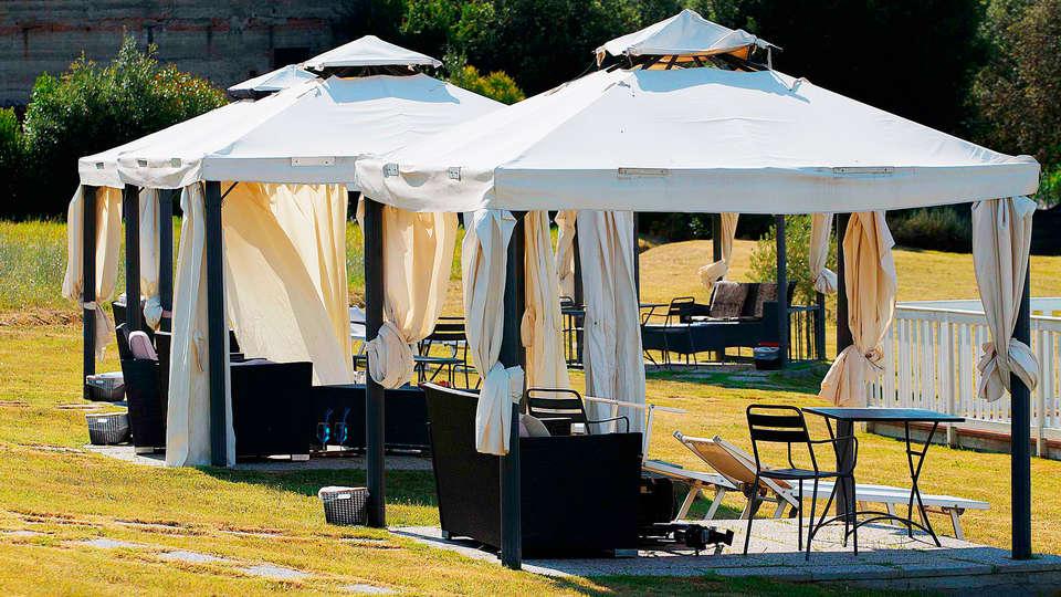 Hotel Borgo Sant'Ippolito - rtq_732655_2304_1536_FSImage_1_Piscina_Gazebo.jpg