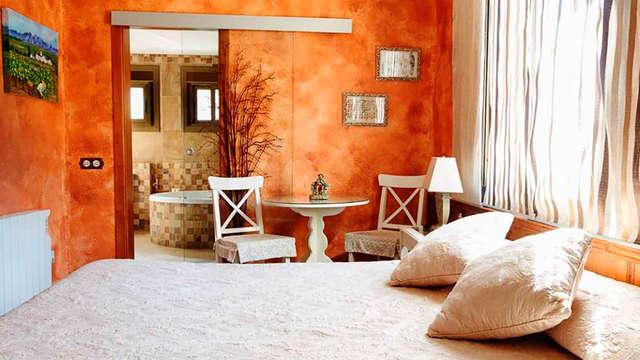 Escapada romántica en suite con jacuzzi en el Alt Penedés