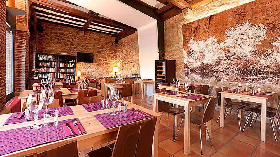 Hotel Rural Hospedería de Alesves - rtq_477720_900_600_FSImage_1_11_comedor_2.jpg