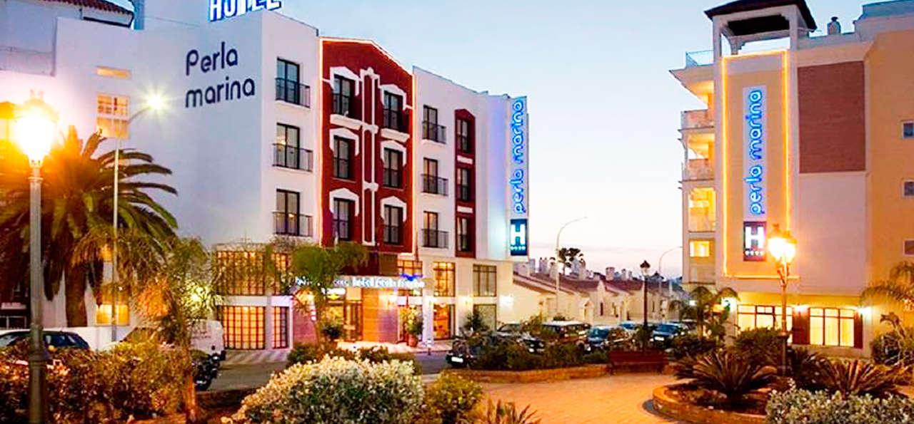 Hotel Perla Marina - rtq_661934_986_739_FSImage_1_Fachada-Plaza.jpg