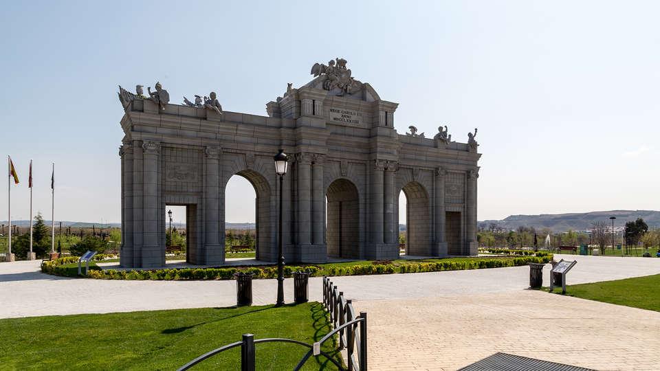 Hotel Madrid Torrejón Plaza - rtq-Fotolia_64273597_Alcala-Gate-Park-in-Europe.-Madrid.jpg