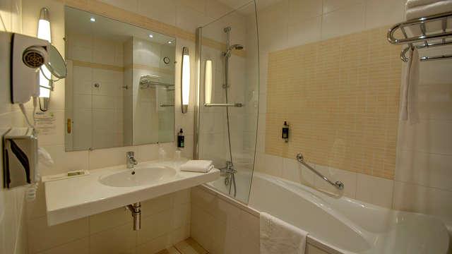 Najeti Hotel Chateau Tilques - bathroom
