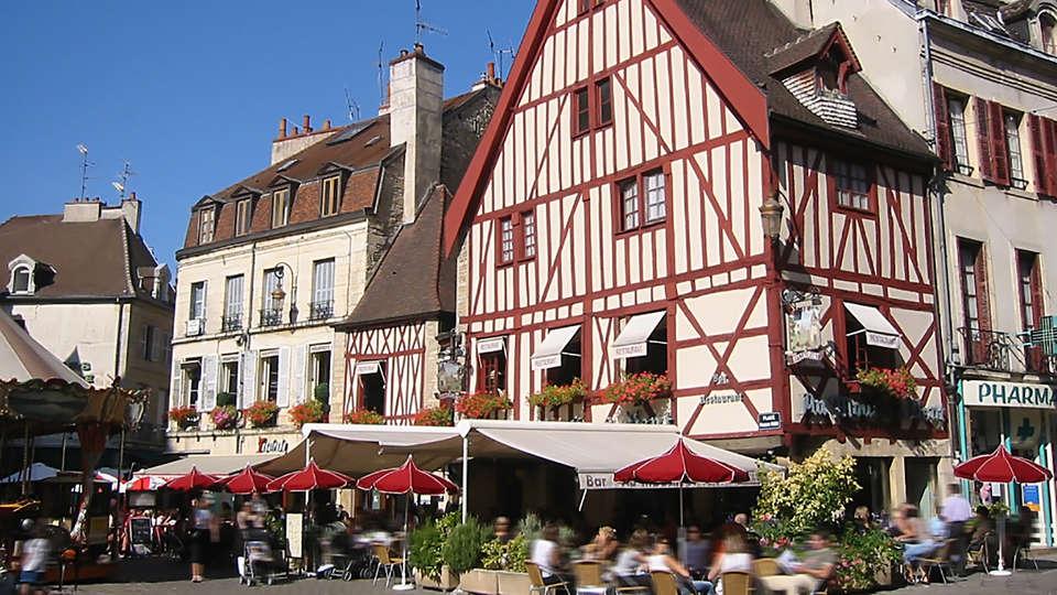Hostellerie du Chapeau Rouge - EDIT_Place_Francois_Rude_Dijon.jpg