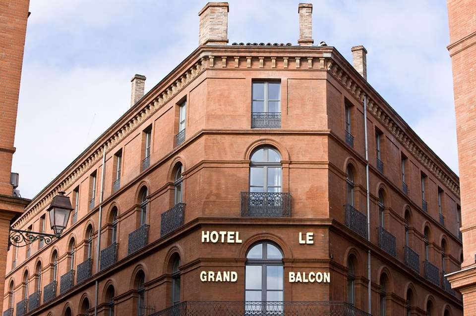 Hôtel Le Grand Balcon - OUTSIDE-VUE-1024x682.jpg