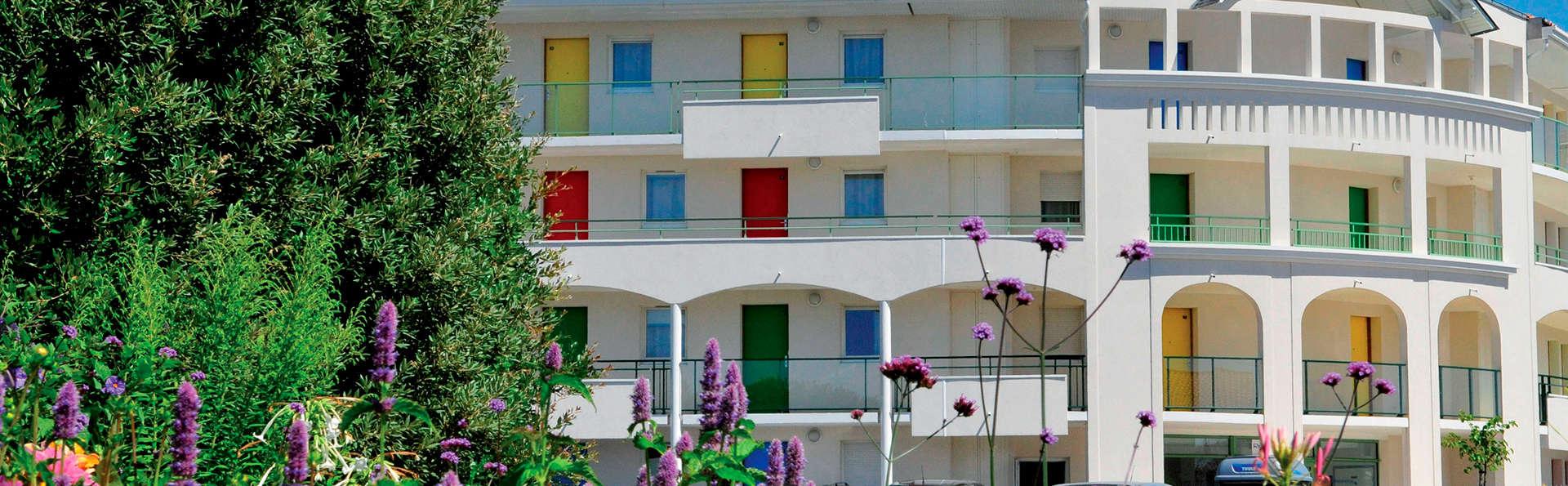 Vacancéole - Résidence Les Jardins de l'Amirauté - EDIT_Les-Sables-d_Olonne_ext_-_rieur.jpg
