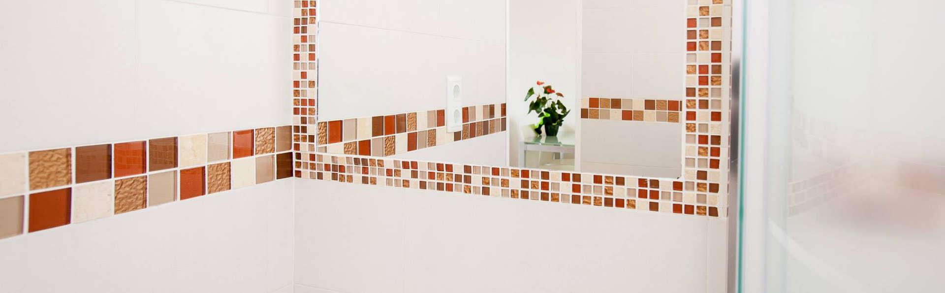 Aparthotel Comtat Sant Jordi - EDIT_bathroom.jpg