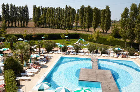 Weekend in un Resort con piscina e campo da tennis alle porte di Venezia