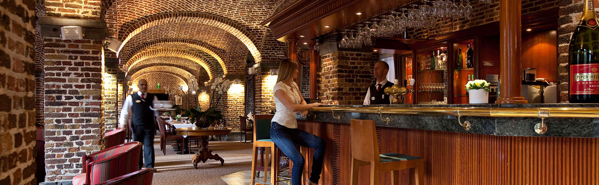 Mercure Liege City Centre - EDIT_bar.jpg