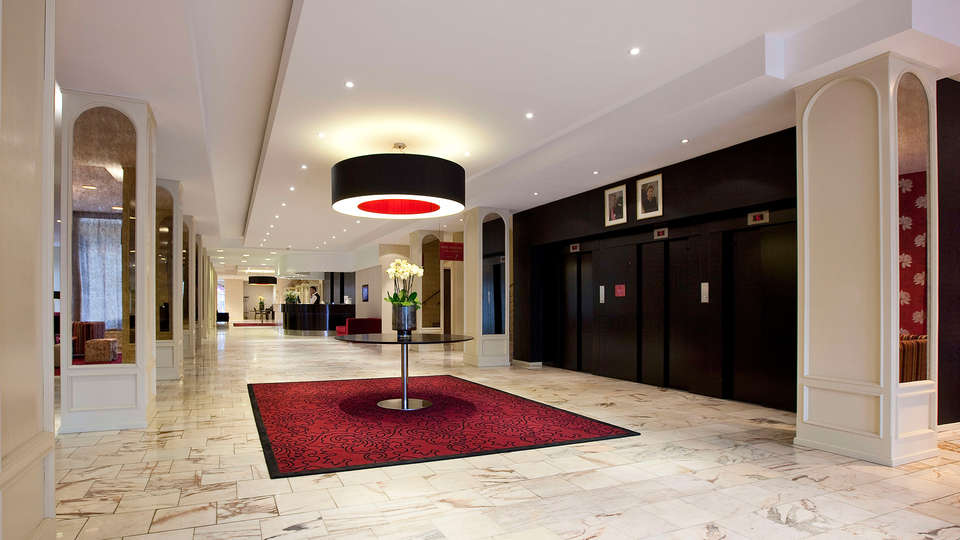 Mercure Liege City Centre (Ramada Plaza Liège City Center) - EDIT_hall.jpg