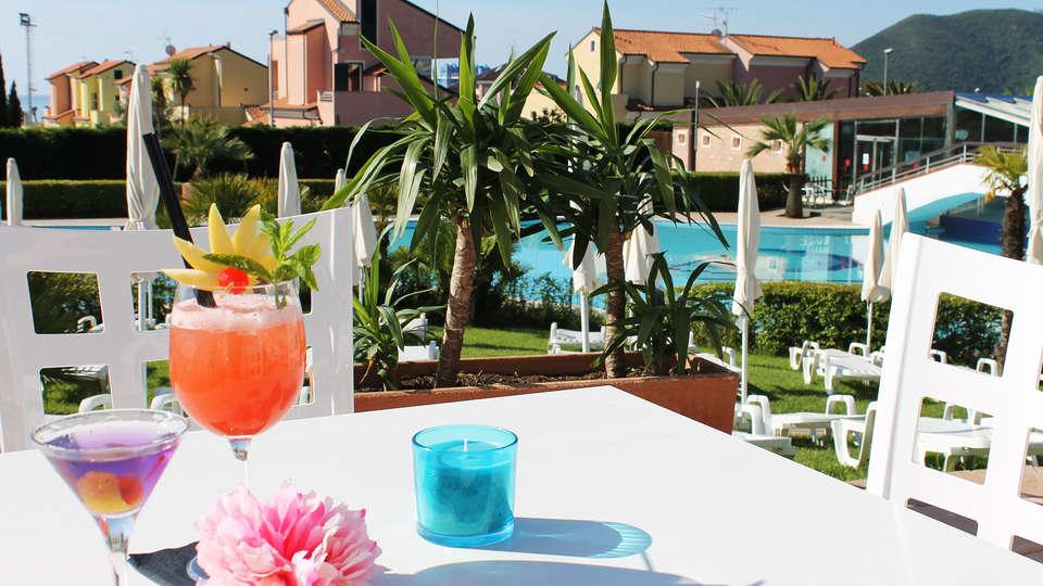 Loano 2 Village - edit_Loano-2-Village_aperitivo-fiore-2.jpg