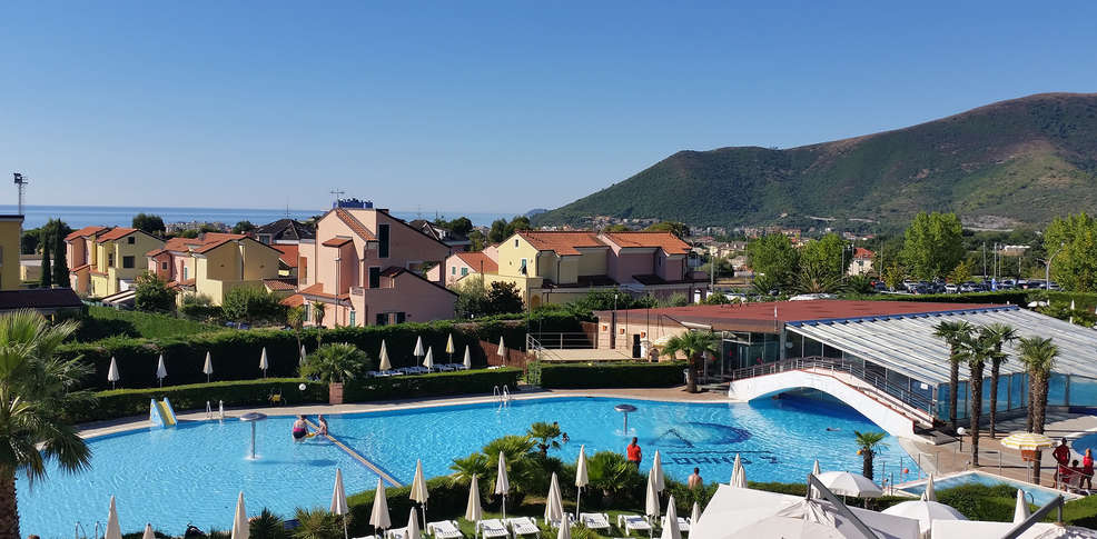 Loano 2 village 4 loano italie for Reservation hotel italie gratuit