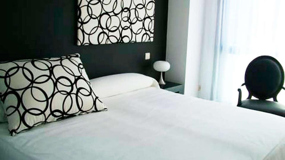 Hotel Vinacua - edit_room.jpg