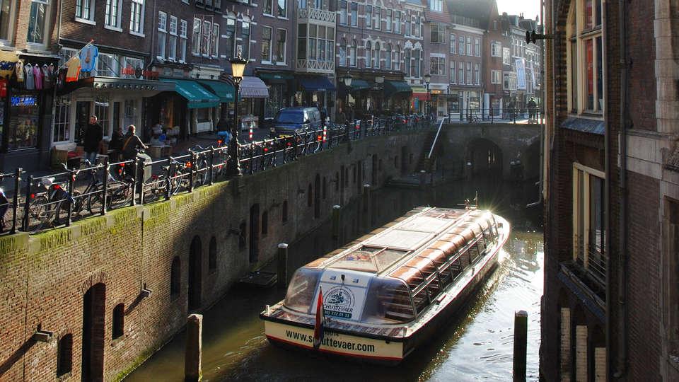 Postillion Hotel Utrecht Bunnik - EDIT_boot_tegenlicht_domtoren.jpg