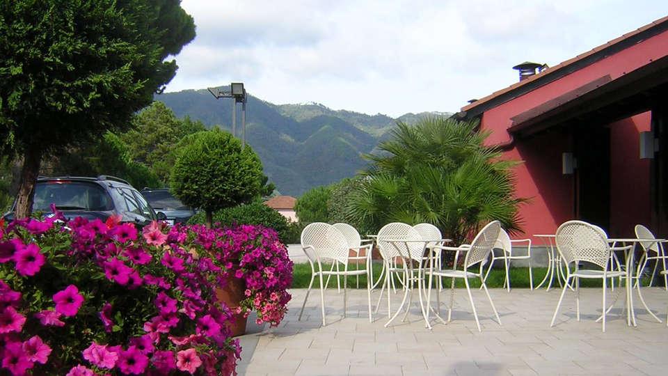 Park Hotel Argento - EDIT_patio.jpg