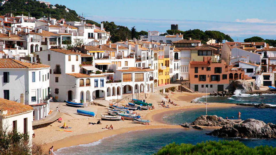 Hostal de la Gavina - edit_w-Surroundings-Calella.jpg