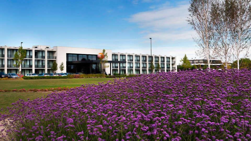 Van der Valk Hotel Schiphol A4 - EDIT_front2.jpg