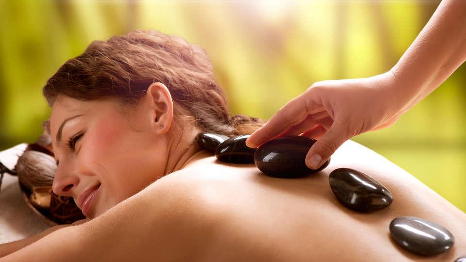 Hotel & Wellness  Royal Astrid - EDIT_massage.jpg
