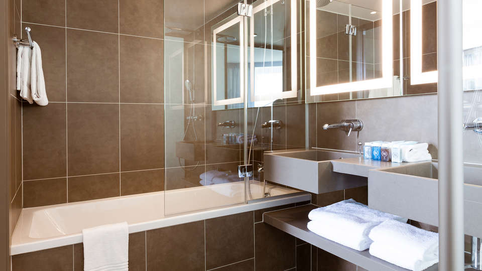 Novotel Paris Saint Denis Stade Basilique  - EDIT_bathroom.jpg