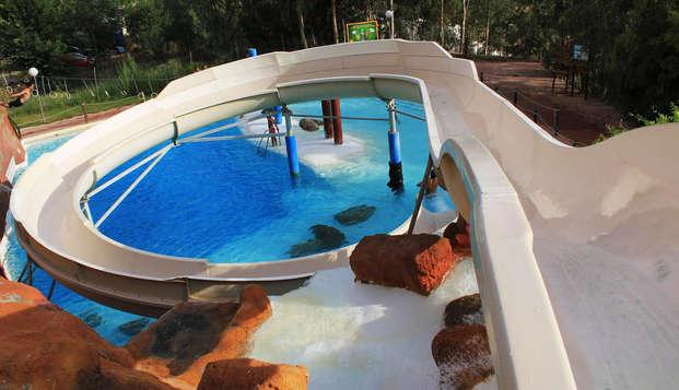 Verano en Granada: alójate en pleno centro y refréscate con entradas al aquaola