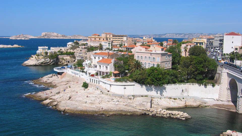 Hôtel Maison Saint Louis Vieux Port - edit-Marseille-corniche.jpg