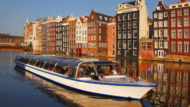 Disfruta el lujo y el spa, y descubre Ámsterdam con un paseo en barco por los canales (2 noches)