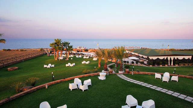 Vistas al mar y detalle en la habitación en Sicilia