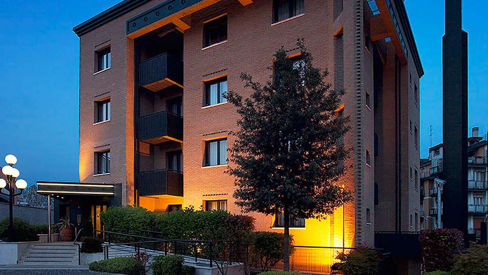 Elite Hotel Residence - edit_front.jpg