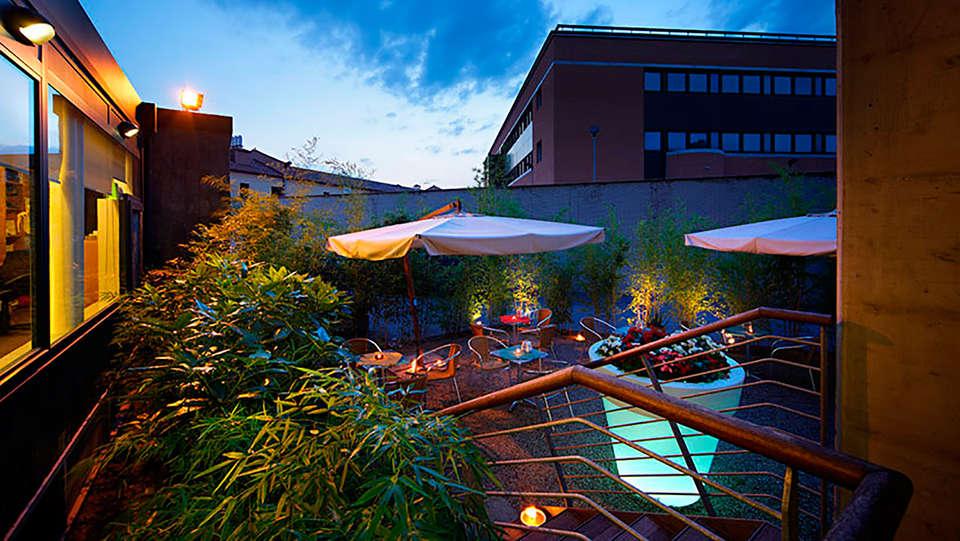 Elite Hotel Residence - edit_terrace1.jpg