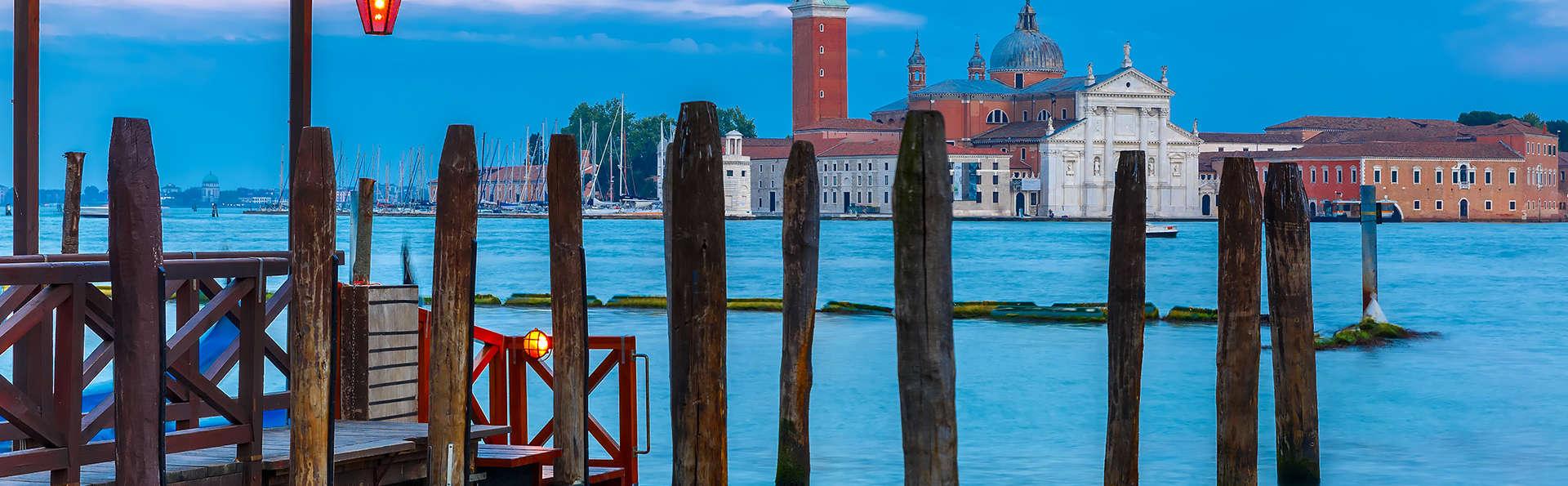 Aan de poorten van Venetië in een elegant designhotel met diner