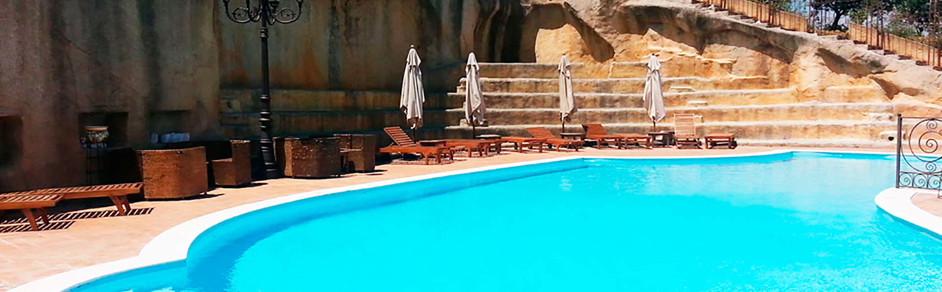 Grand Hotel La Batia - edit_piscina1_big.jpg