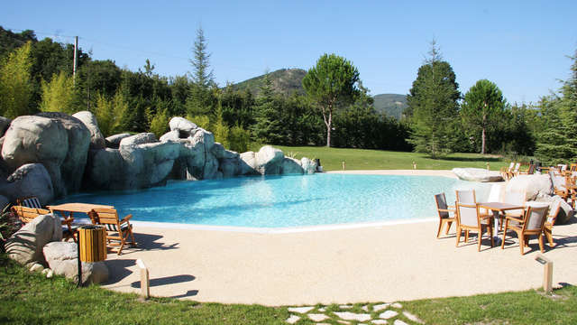 Weekend di benessere con accesso spa vicino alle Grotte di Frasassi
