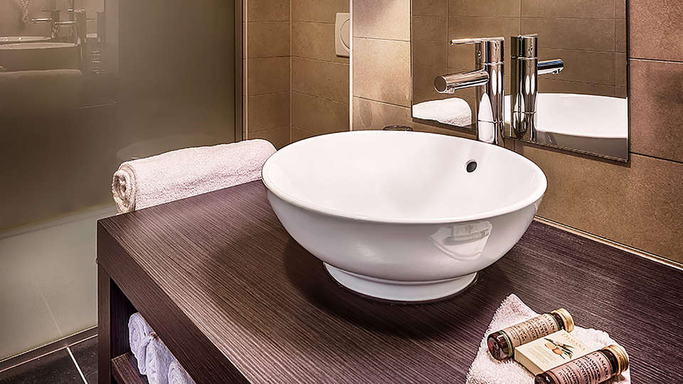 Cleythil Hotel - EDIT_hotel-duplexkamer-badkamer.jpg