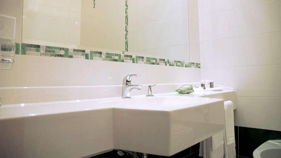 The Originals City, Hôtel Nasco, Milan (Qualys-Hotel) - EDIT_Bathroom2.jpg