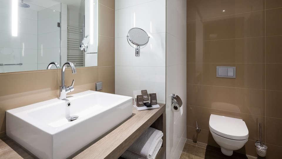 Van der Valk Hotel Haarlem - EDIT_bathroom__2_.jpg