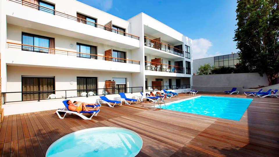Appart'hôtel Odalys Archipel - edit_pool.jpg
