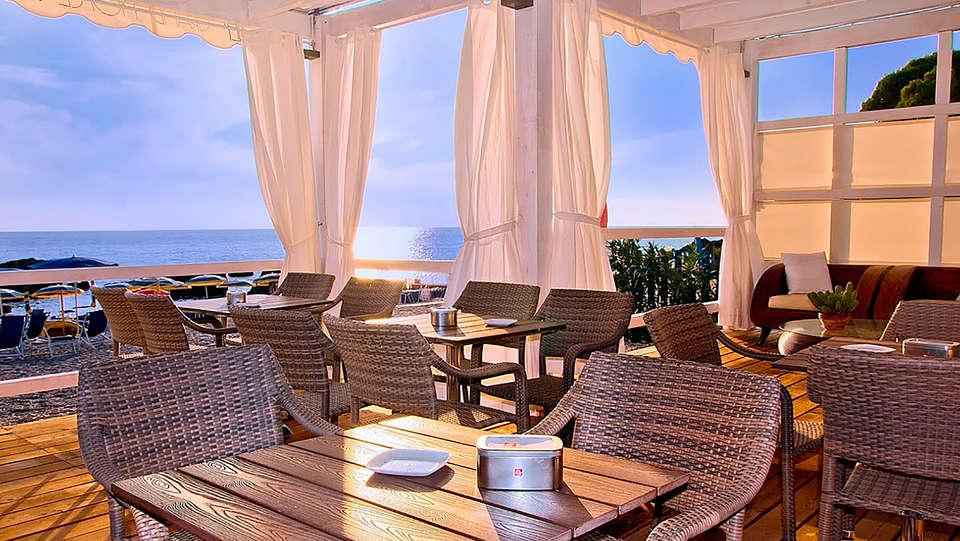 Grand Hotel De Rose - edit_terrace1.jpg