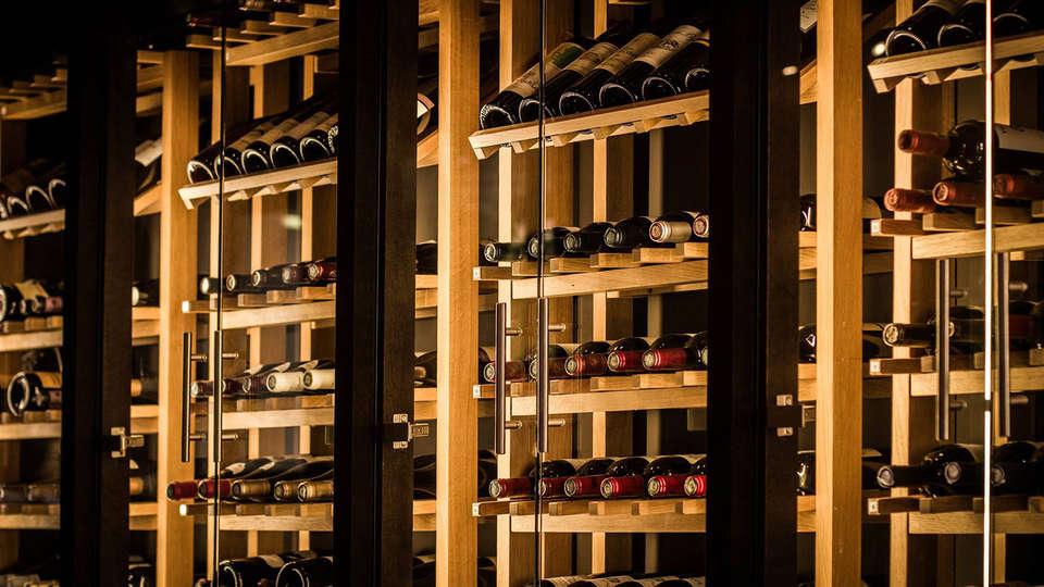 Hôtel Le Chatelet - EDIT_wine.jpg